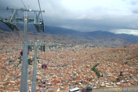 Teleférico rojo a El Alto, La Paz, Bolívia.